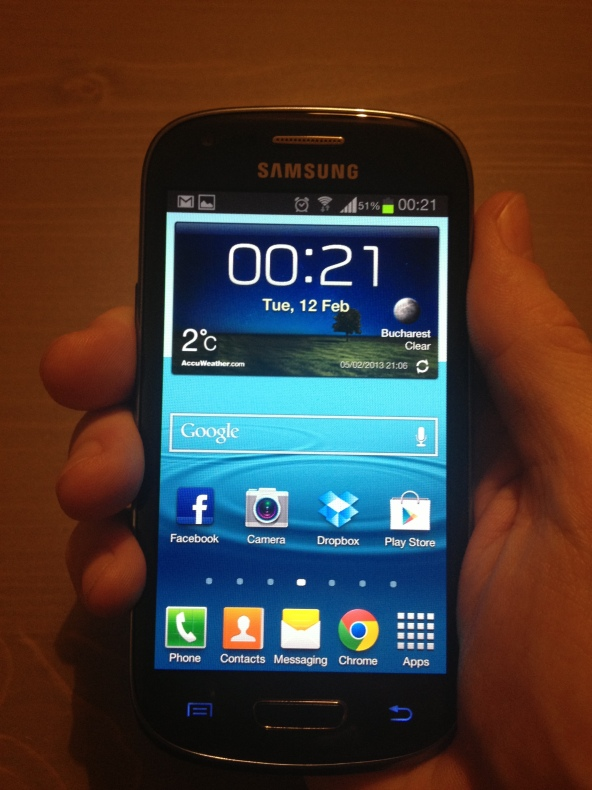 Samsung-Galaxy-S3-Mini-front-lit-right-hand
